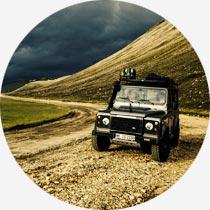 Geländewagen im isländischen Hochland