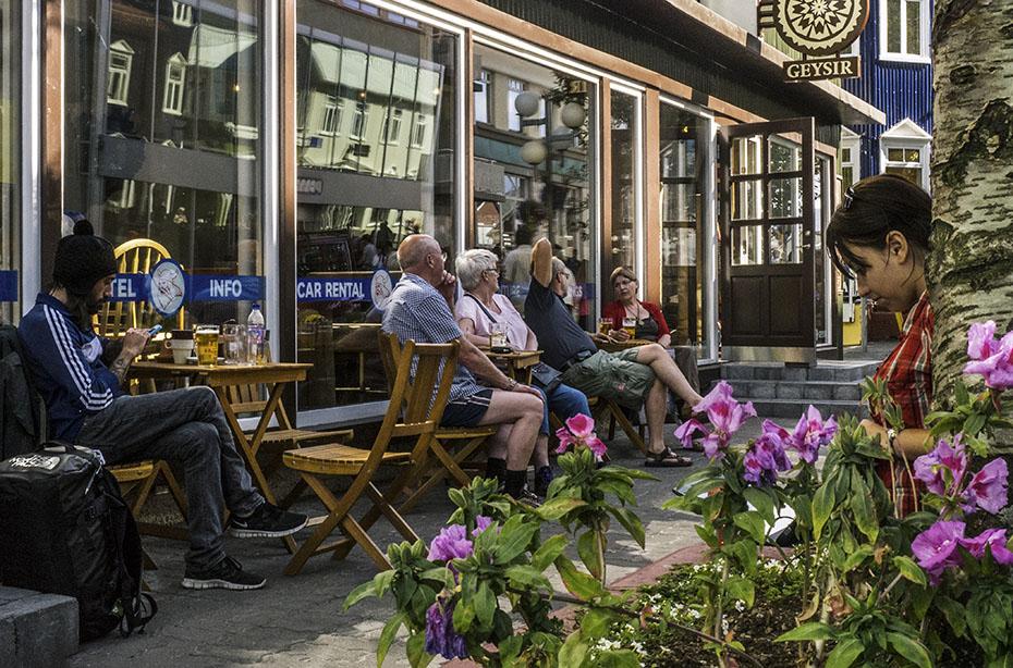 Straßencafé in Akureyri
