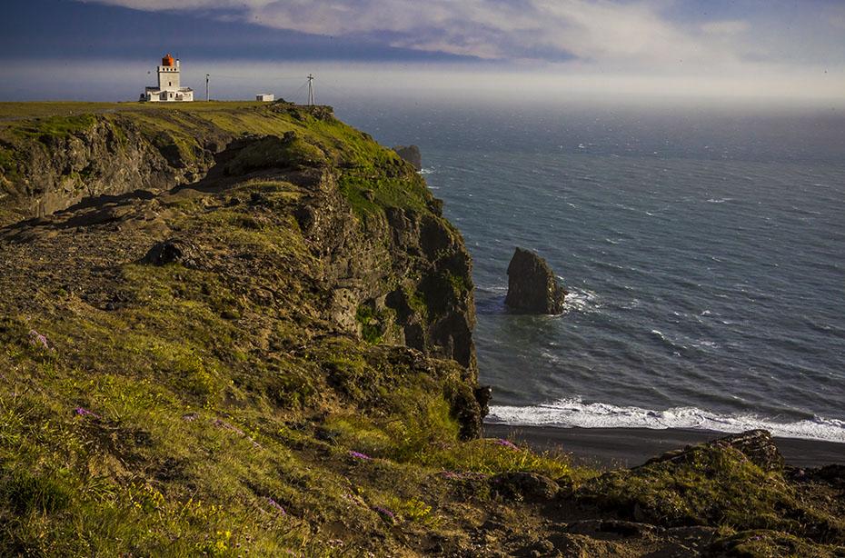 Das Kap Dyrhólaey mit Leuchtturm