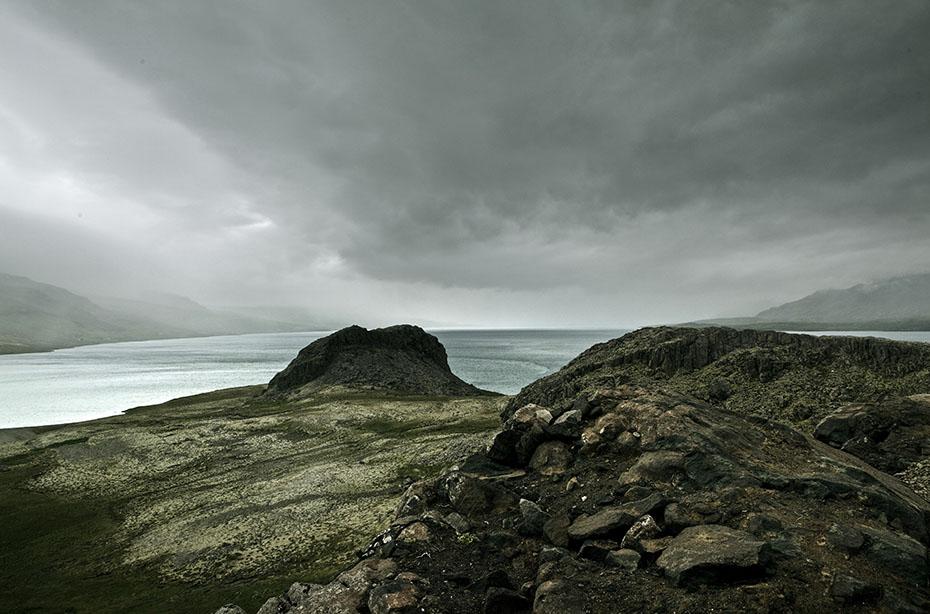 Blick vom Kap Hólmanes über den 3Reyðarfjörður