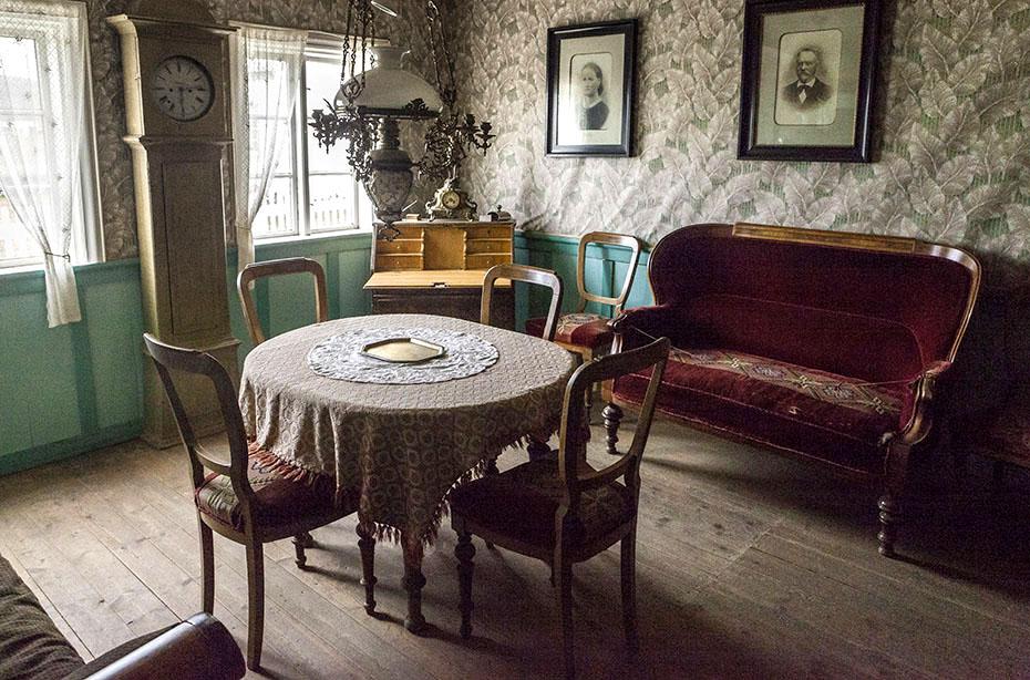 Wohnzimmer im Baðstofa-Haus im Museum Grenjaðarstaður