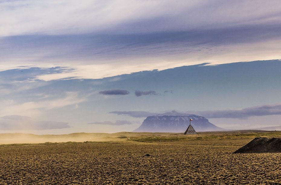 Der Vulkan Herðubreið in der Hochebene