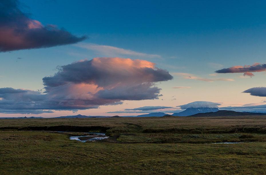 Wolkenhimmel über dem Herðubreið