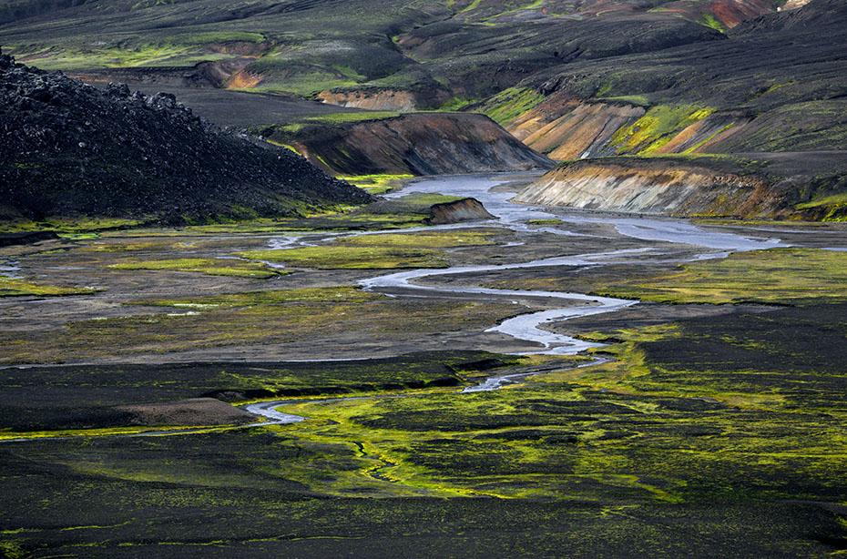mäandernder Fluss im Gebiet von Hrafntinnusker