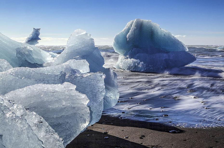 Eisberge am Strand beim Jökulsárlón