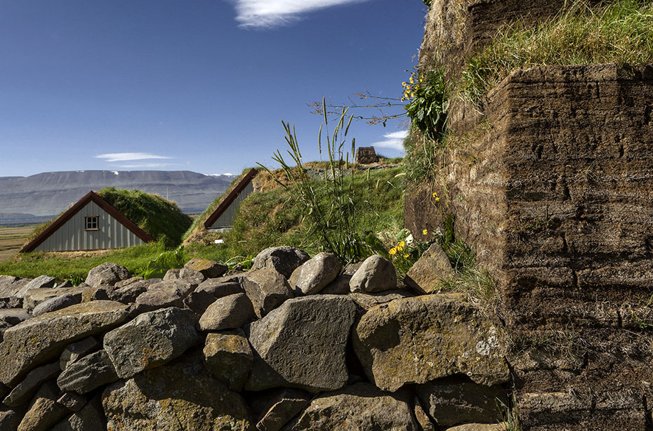 Grassodenbauweise des Torfhofs Laufás