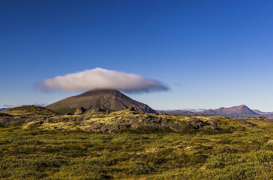 Island-Reisen Wolke über einem Vulkan am Mývatn