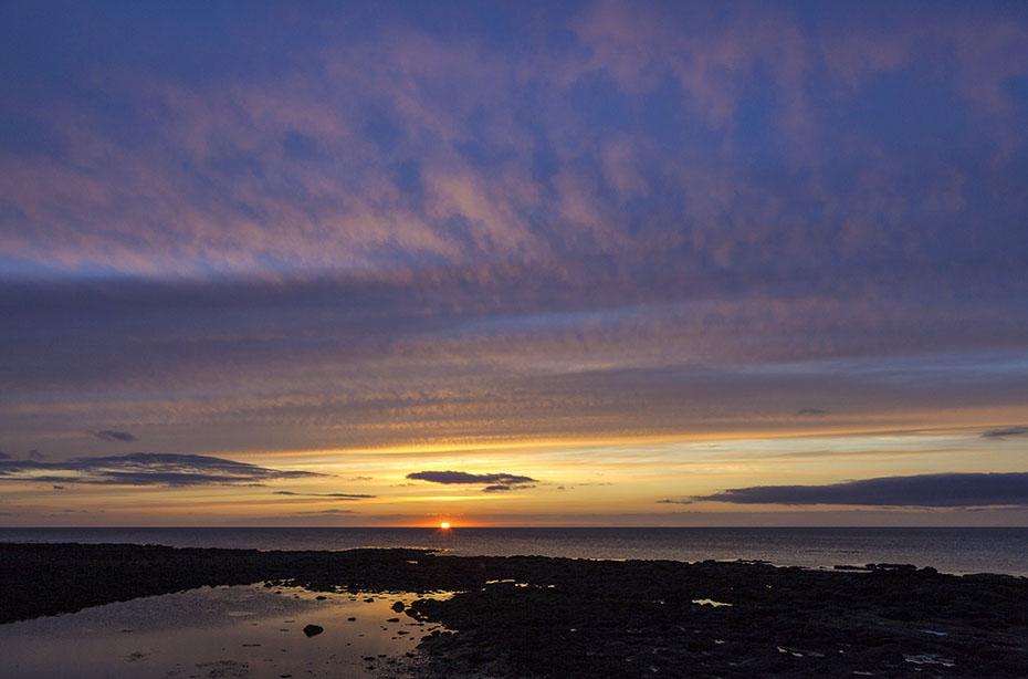 Mittsommer-Himmel über Reykjanes