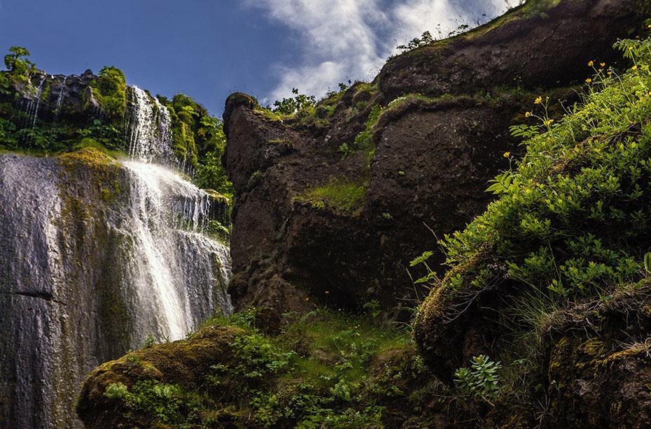 Wasserfall Gljúfurárfoss in der Nähe des Seljalandsfoss