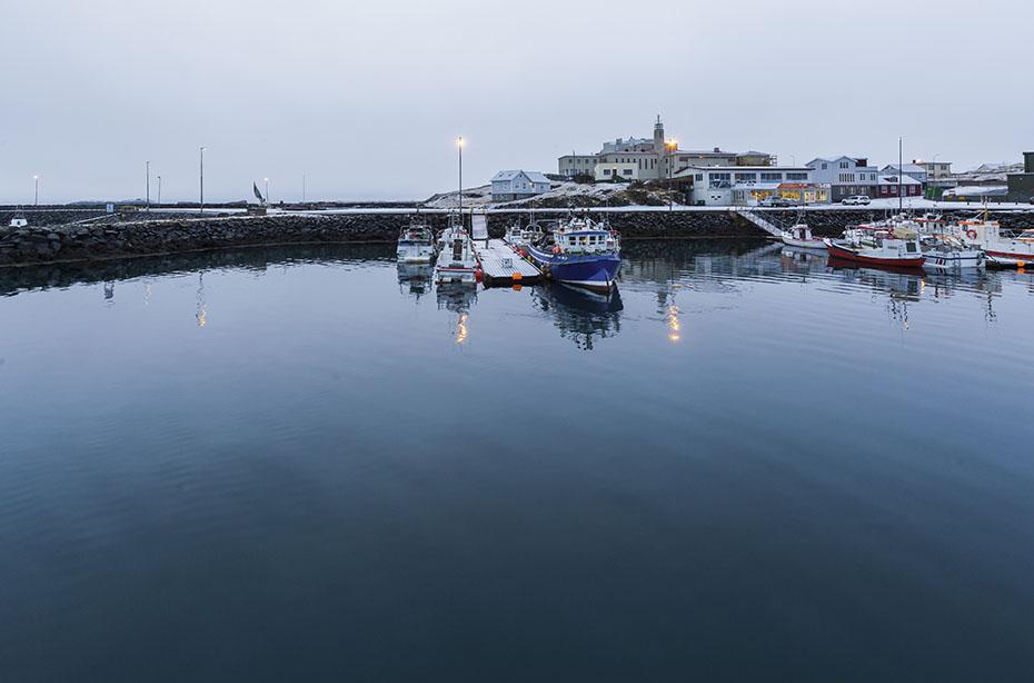 Der Hafen von Stykkishólmur im Winter