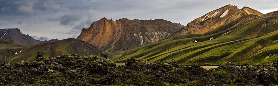 Islandreisen: Bunte Gebirge in Landmannalaugar auf Island.