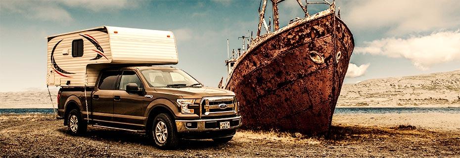 Island Island-Reisen Premium Camper am Wrack der Gardar