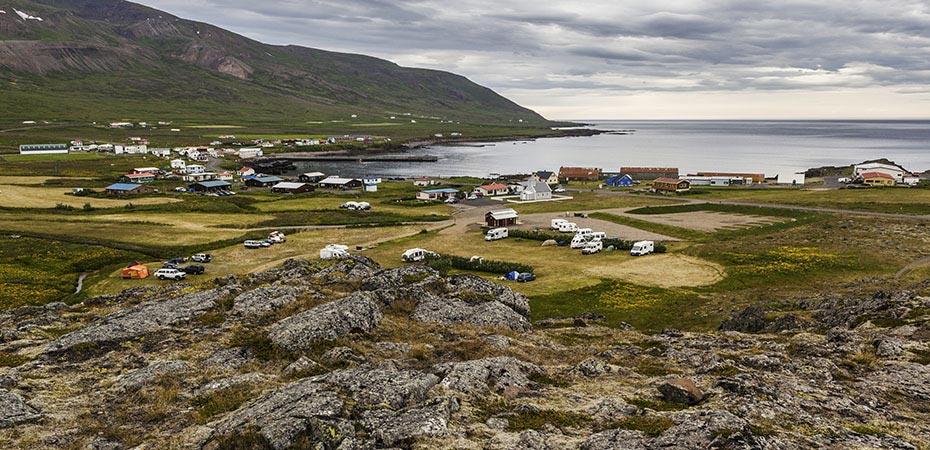 Blick vom Álfaborg auf Bakkagerði