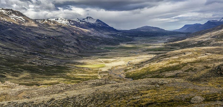 Blick von der Hochebene in das Tal Breiddalur