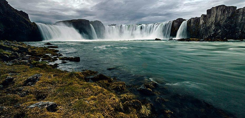Der Goðafoss vom Ostufer aus gesehen
