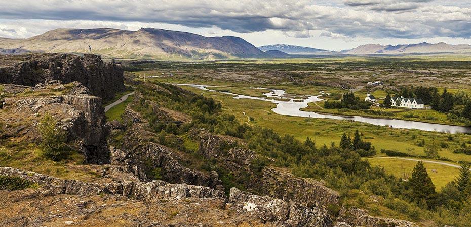 """Blick über die """"Allmänner-Schlucht"""" in die Ebene von Þingvellir"""