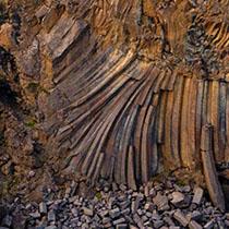 Basaltrelief am Aldeyjarfoss