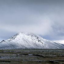 schneebedeckte Berge bei Möðrudalur