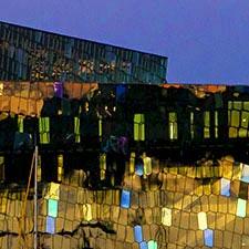 Ausschnitt: Konzerthaus Harpa am Hafen Reykjavíks