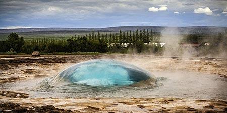 der Geysir im Geothermalfeld Haukadalur