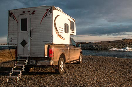 Island Island-Reisen 4x4-Camper am Fjord