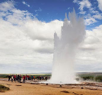 Eruption des Geysirs Strokkur