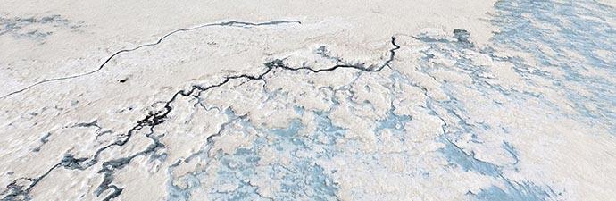 Risse im Eis des Gletschers Langjökull