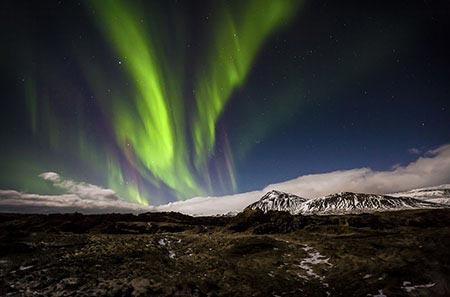 Polarlichter auf Snæfellsnes in einer Vollmondnacht