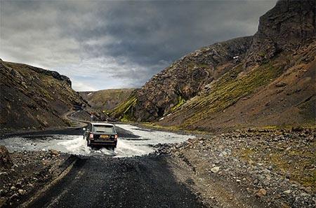 Island Geländewagen in einer Furt