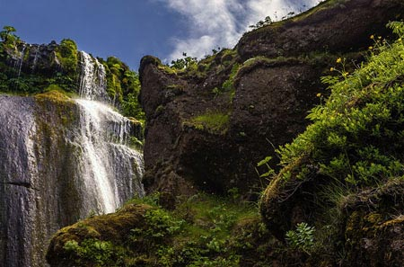 Der Wasserfall Gljúfurárfoss beim Seljalandsfoss