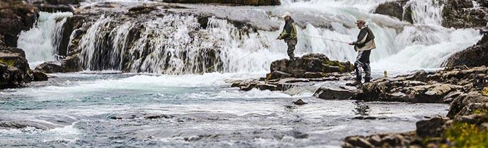 Angler an isländischem Gletscherfluss