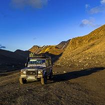 Landrover Defender im isländischen Hochland