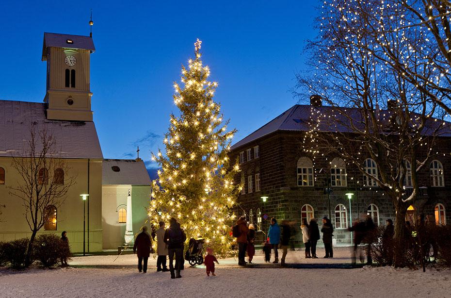 Jahreswechsel auf Isländisch: Austurvöllur in Reykjavík