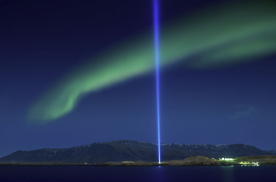 Neujahr & Polarlichter: Imagine Peace Tower in Reykjavík
