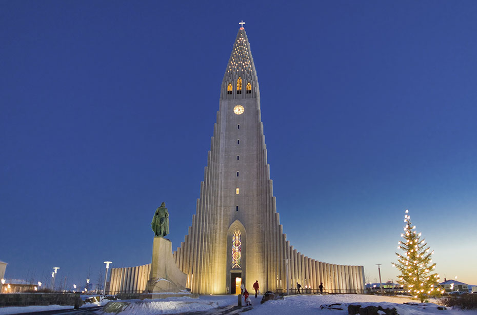 Neujahr & Polarlichter: Die Hallgrímskirkja in Reykjavík