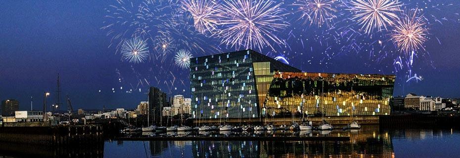 Jahreswechsel auf Isländisch: Konzerthaus Harpa in Reykjavík