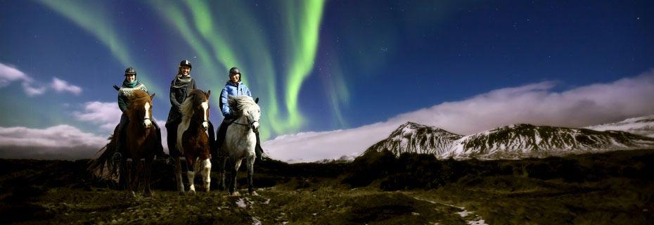 Reitergruppe und Polarlichter